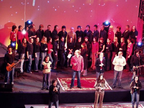 замена церковного пения на группы прославления